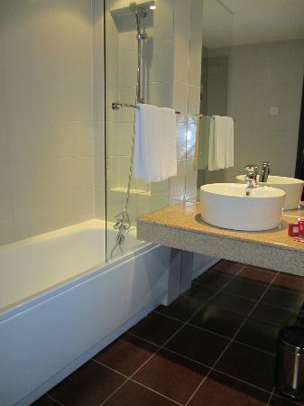 Metropolitan Hotel Sofia: Bathroom