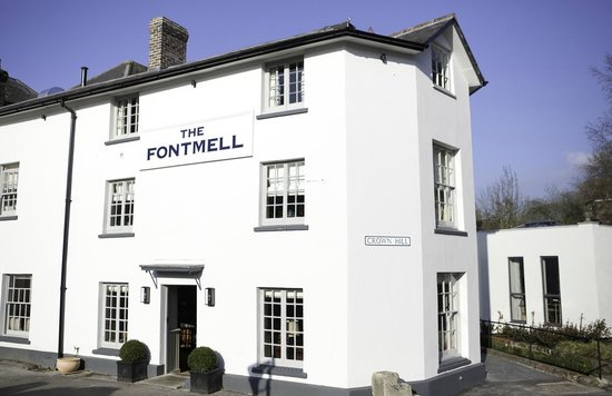 The Fontmell: Front of the Pub