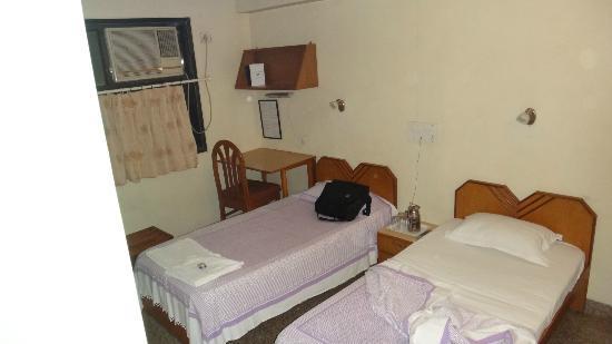 YWCA International Guest House: Einfache Zimmeraustattung, mit AC, alles sauber
