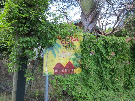 Caribbean Cottage Club: The sign by the property.