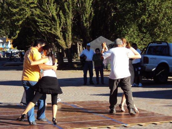 San Martín de los Andes, Argentina: Show de tangos a orillas del Lago Lacar