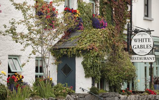 White Gables Restaurant: Exterior of White Gables Galway