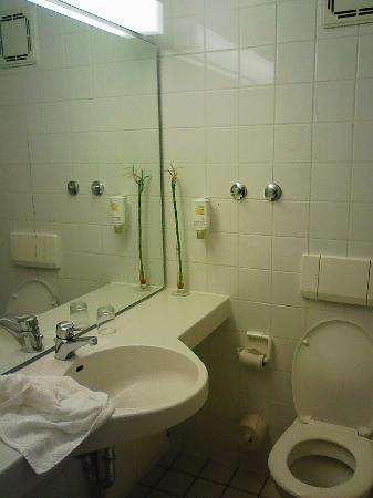 Nordic Hotel Stuttgart-Sindelfingen: bathroom