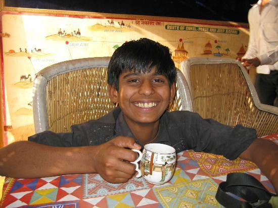 Hotel Deep Mahal: Sumar, master Chai maker !