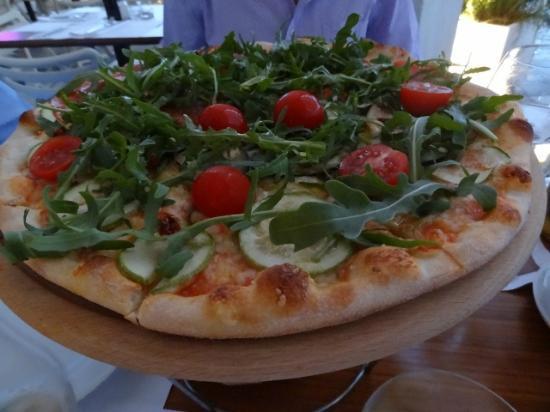 Comunale Caffe e Cucina: classic pizza