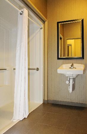 Holiday Inn Express Hotel & Suites Grand Junction: Roll in shower
