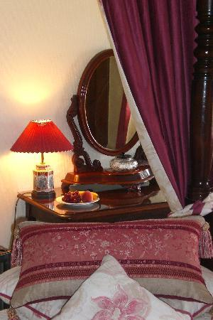 Mill Close Farm: Four poster room
