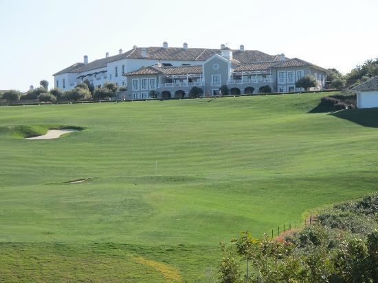 Finca Cortesin Hotel Golf & Spa: Vista dal basso della struttura e del driving range