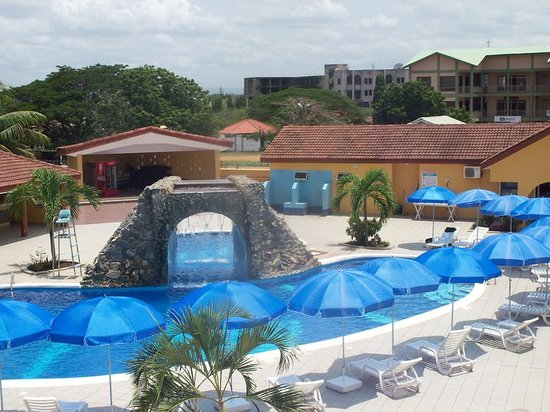 "Tema, Ghana: The ""Y"" pool"