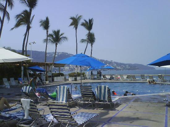 Hotel Acapulco Malibu: Vista parcial de la alberca