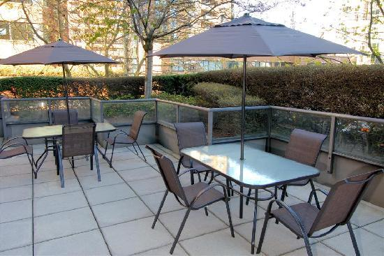 Landis Hotel & Suites: Patio