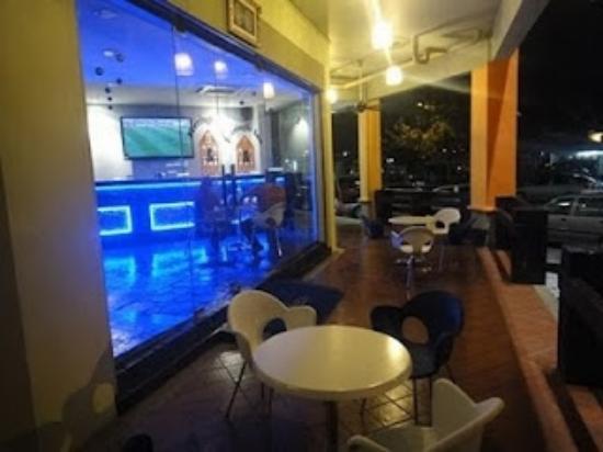 Ferringhi Inn & Cafe: smoking area