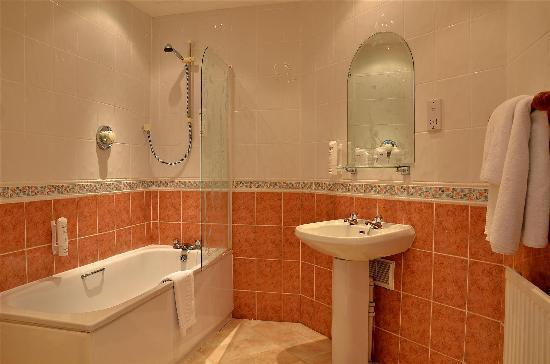 Bathroom picture of best western broadfield park hotel for Best western bathrooms