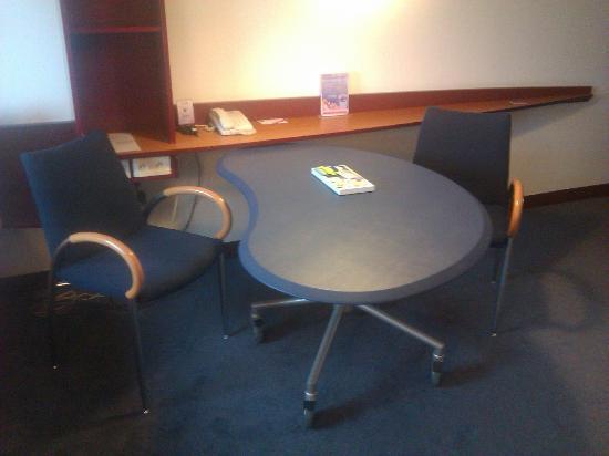 Novotel Suites Paris Roissy CDG: Zona escritorio