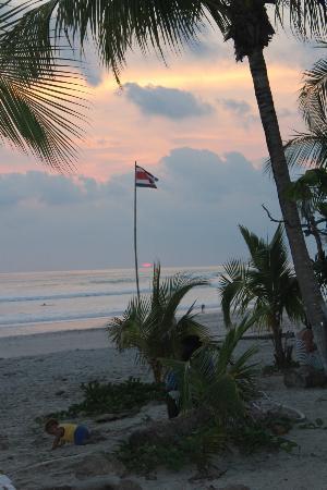 Hotel Ritmo Tropical: Playa Carmen at sunset, 5 min walk from Ritmo