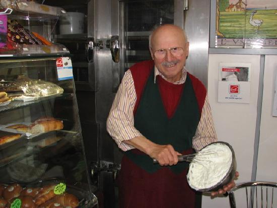 Antica Latteria: Umberto proudly whipping fresh cream