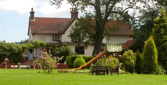 Kettleburgh, UK: Chequers Inn and Garden