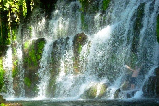Juayua, Сальвадор: une bonne douche, surtout quand il fait chaud