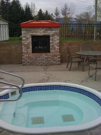 BEST WESTERN Sicamous Inn: Out door Hottub