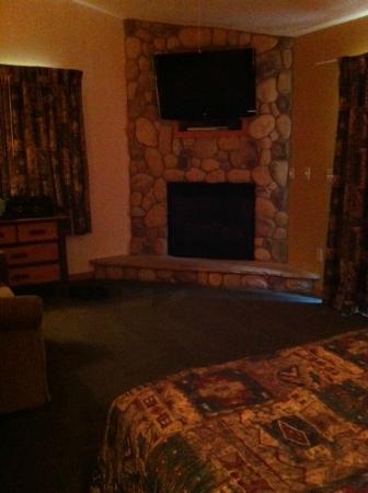 Wilderness Resort: Master bedroom with flat screen & fireplace