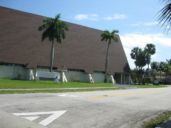 First Congregational Church of Christ in Fort Lauderdale, UUC: Church Exterior 2012