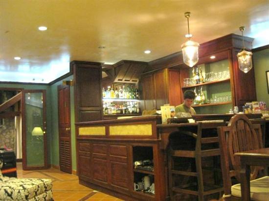 Hotel Villa Deux Rivieres: Front Desk/Bar