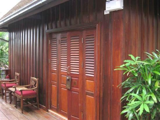 Hotel Villa Deux Rivieres: Exterior of room