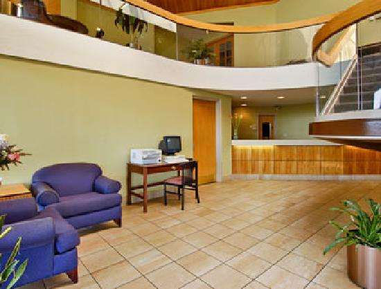 Days Inn & Suites Northwest Indianapolis: Lobby