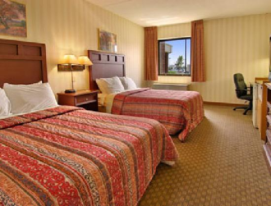 Days Inn & Suites Northwest Indianapolis: Standard Room with 2 Double Beds