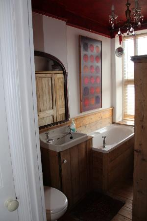No8 Windsor Terrace: Bathroom