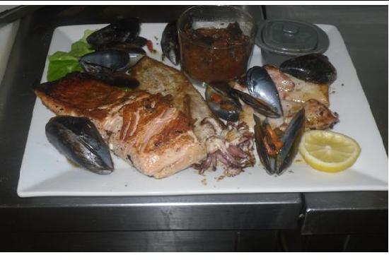 Duilhac-sous-Peyrepertuse, Francia: Pareillade de poisson