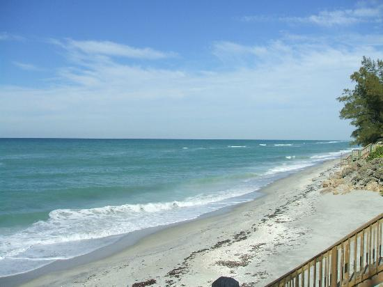 Ko Ko Kai Resort: The beach and gulf looking northerly from deck