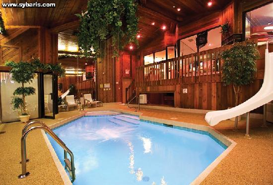 Frankfort, IL: CHALET SWIMMING POOL SUITE