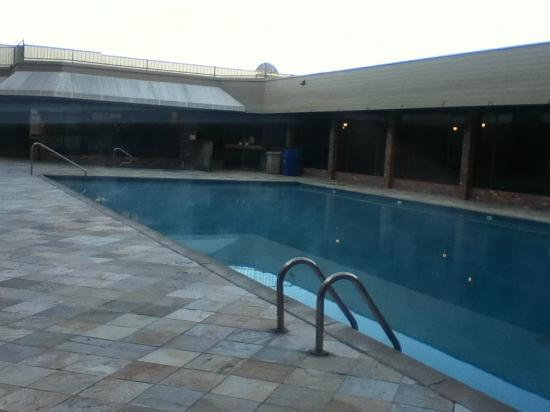 Coast Capri Hotel: Heated pool (can use year round!)