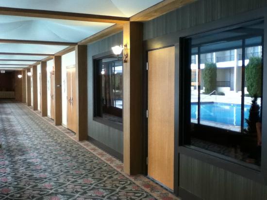 Coast Capri Hotel Kelowna: Hallway