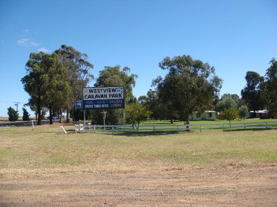 Westview Caravan Park: Park outside view 2