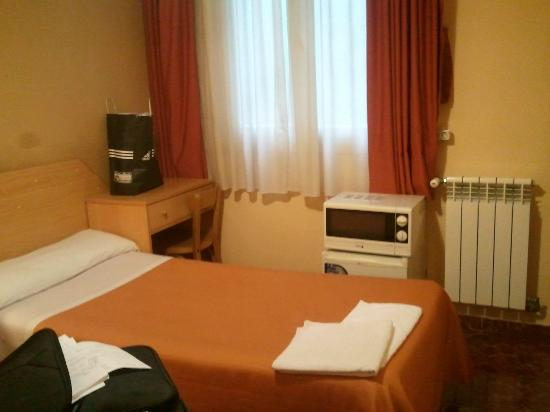 Hostal Prim: Room with 2 beds