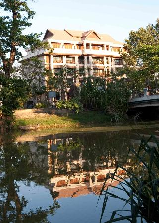 Angkor Sayana Hotel & Spa: Sayana beside the river
