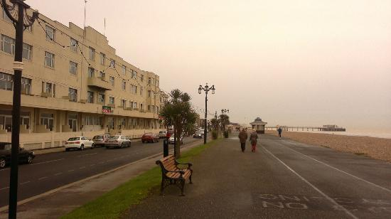 Burlington Hotel: View from outside hotel to town centre and pier