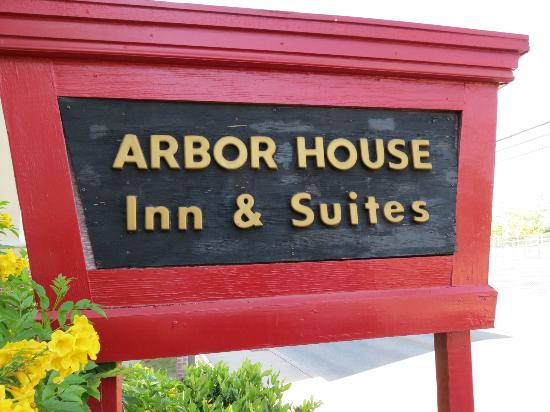 Arbor House Inn And Suites: This is the sign that says you are home.