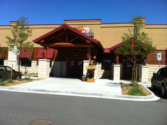 Famous Dave's: External View