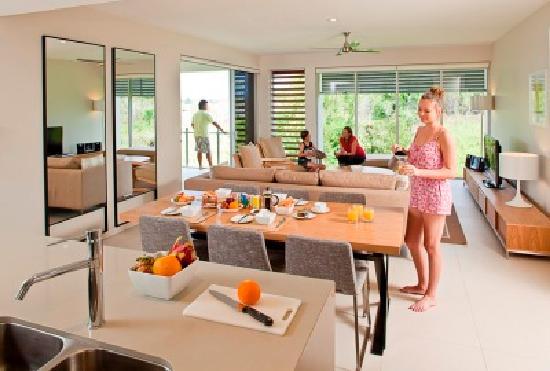 RACV Noosa Resort: 2 Bedroom Sanctuary Dining and Lounge