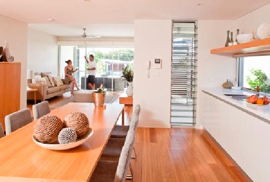 RACV Noosa Resort: 3 Bedroom Precinct Villa Kitchen and Dining