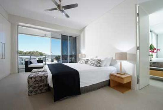 RACV Noosa Resort: 3 Bedroom Precinct Villa Main Bedroom