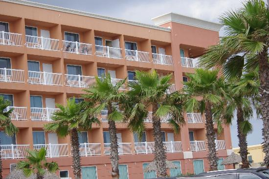 Holiday Inn Express Hotel & Suites Galveston West - Seawall: Every room has balcany