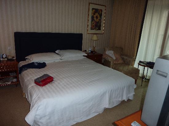 Lee Garden Service Apartment Beijing : The bedroom in our one bedroom apartment at Lee Gardens