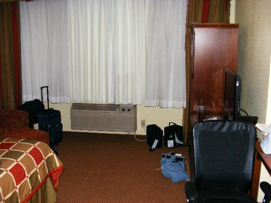 Ramada Platte City Kci Airport: Not a suite, just a room.