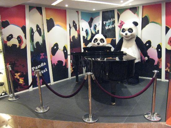 Panda Hotel: ホテル名にもなっているパンダ