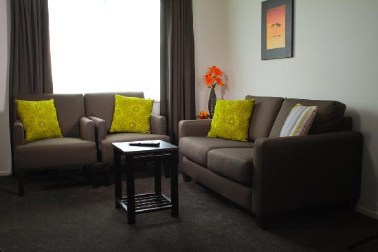 Airport Palms Motel: Lounge Two Bedroom Unit