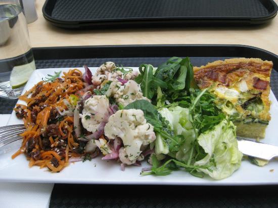 Galería Nacional de Irlanda en Merrion Square: Quiche and three salads